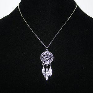 NWoT Dream catcher Necklace silver tone